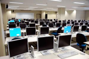 情報工学科電算演習室