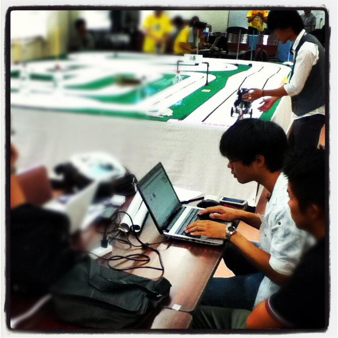 学科学生のプロジェクト活動:ETロボコンに参加